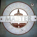 Ganz in Stein gearbeitet: Das Emblem des Master of Craft.