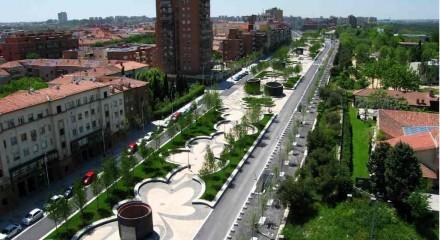 Avenida de Portugal: formerly a main thoroughfare, now a promenade.