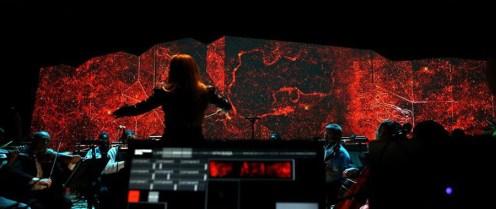 Casa de shows Electronic Opus, em Miami: videowall com 17m de largura, com três projetores comandados por mapeamento. https://www.barco.com/pt/References/2015-07-02---Electronic-Opus.aspx