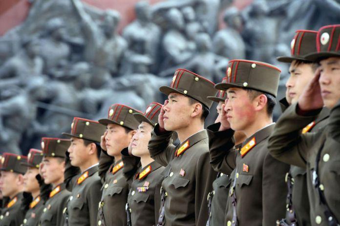 © Reuters.  North Korea's Kim Warns Trump Talks at Risk Over Sanctions