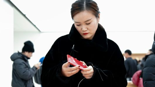 Chinese customers in an Apple store on Jan. 3, 2019, in Beijing, one day after Apple preannounced weak quarterly results that it attributed primarily to a sales slowdown in China.
