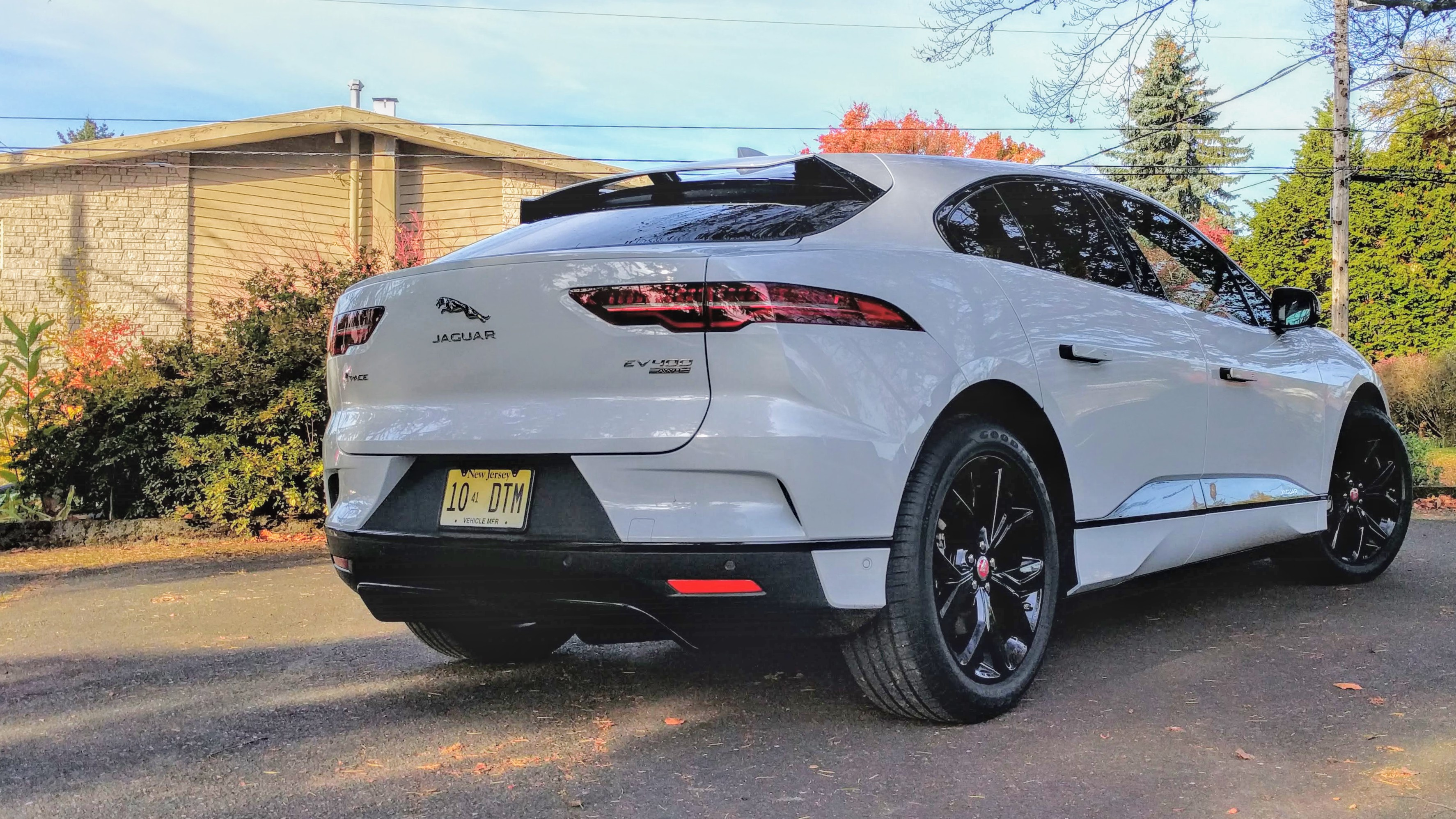 Green Car Reports >> 2019 Jaguar I Pace Electric Car Range Why The Short Circuit