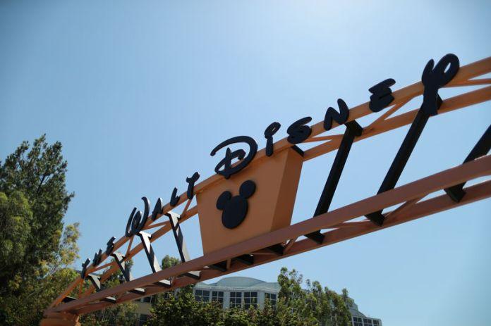 © Reuters. The entrance to Walt Disney studios is seen in Burbank