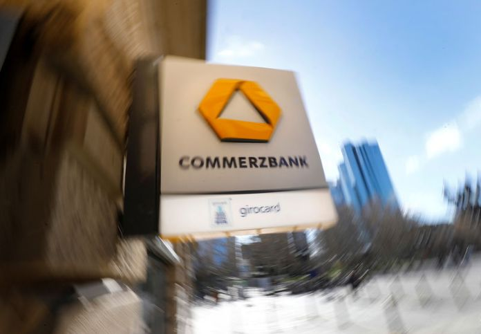 © Reuters. FILE PHOTO: A sign for an ATM of Commerzbank is seen next to the headquarters of Deutsche Bank (R) in Frankfurt