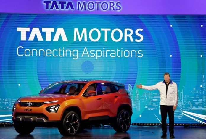 © Reuters. FILE PHOTO: Guenter Butschek, CEO and Managing Director at Tata Motors, speaks at the launch of H5X SUV concept car at the India Auto Show 2018 in Greater Noida