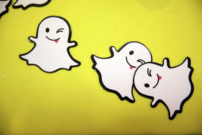 © Bloomberg. The Snapchat ghost is displayed during the TechFair LA job fair in Los Angeles, California, U.S. Photographer: Patrick T. Fallon/Bloomberg