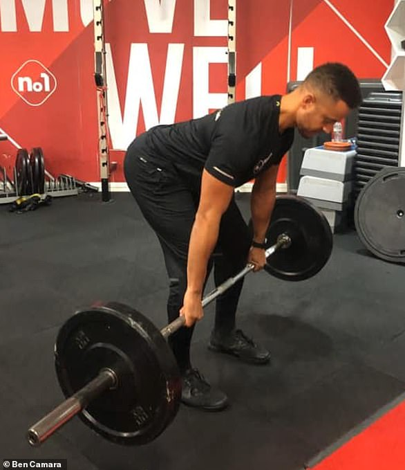 Keep the bar close to the legs when you are lifting
