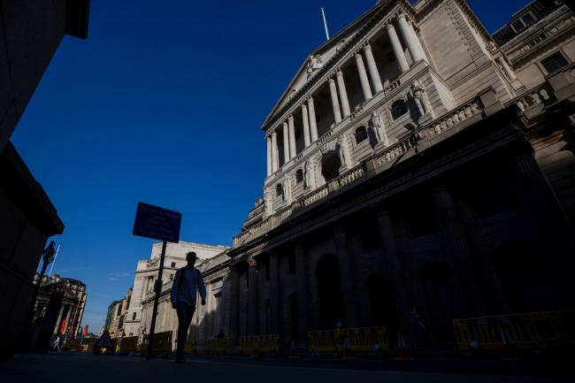 © Bloomberg. A pedestrian walks past the Bank of England (BOE) in the City of London, U.K., on Tuesday, Aug. 4, 2020. Bank of England officials could signal on Thursday that the case for more monetary stimulus is growing as a nascent rebound from the pandemic-induced recession risks fading.