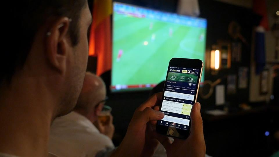 UK Bookies Set to Increase Investment on Apps