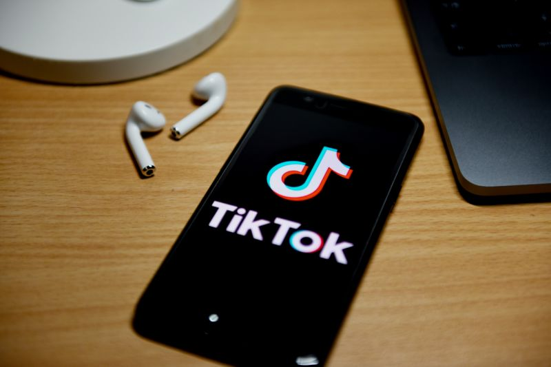 CHINA - 2020/09/03: In this photo illustration a TikTok logo displayed on a smartphone. (Photo Illustration by SheldonCooper/SOPA Images/LightRocket via Getty Images)