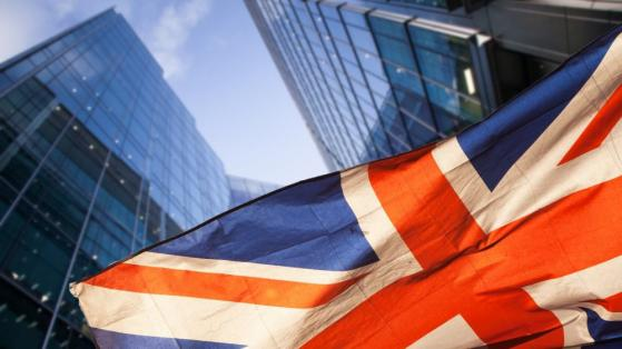 Stock market crash: Why I think NOW is the time to buy high-dividend-paying UK shares