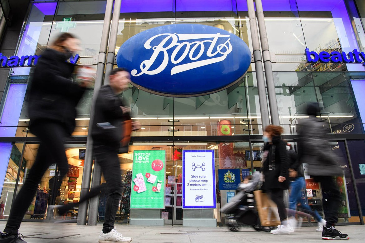 The drugs store giant is extending opening hours in 300 sores