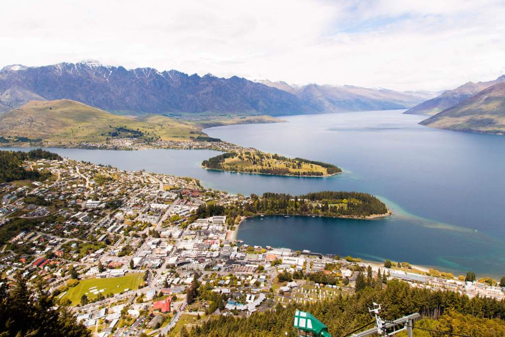 Surprising Hacks to Save Money While You Move to New Zealand from UK