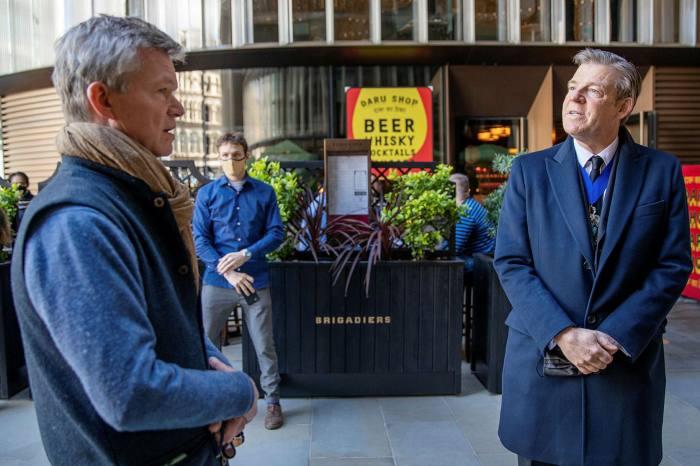 Soren Jessen owner of Ekte (left) talking to the lord mayor of London William Russell