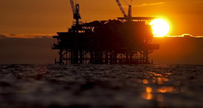 Oil Slides With Broader Market Selloff Adding to Demand Concerns