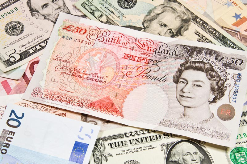 Pound Climbs to Three-Year High as Vaccines Spur Growth Hopes
