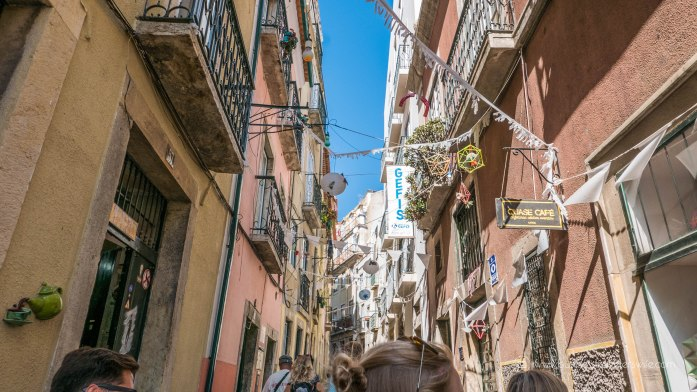 15 Travel Tips for Your First Trip to Lisbon Portugal Free Walking Tour Chill Out Tour Alfama-4