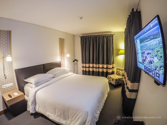 Quick Guide for a Day Trip to Cascais from Lisbon Sheraton Cascais Resort Bedroom Suite