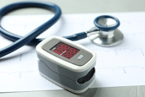 how to use a pulse oximeter at home