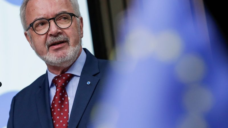 Policymakers and pundits have been wringing their hands over the crises afflicting the European Union, arguing that it is falling behind in confronting major threats to its long-term survival.