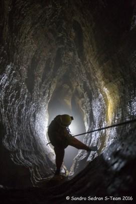 """Il pozzo """"C"""" del Camino Silvestro è un pozzo laterale cieco (foto Sandro Sedran S-Team)"""
