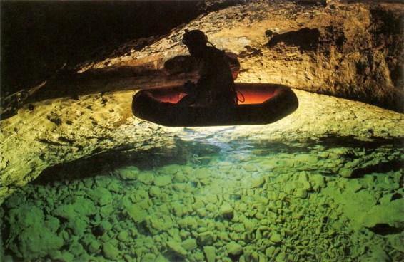Un'altra suggestiva immagine del Lago d'Ops che ha fatto sognare generazioni di speleologi (foto archivio GSM)