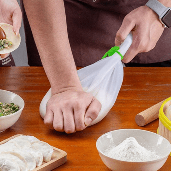 Silicone Kneading Dough Bag Keeps everything in tact