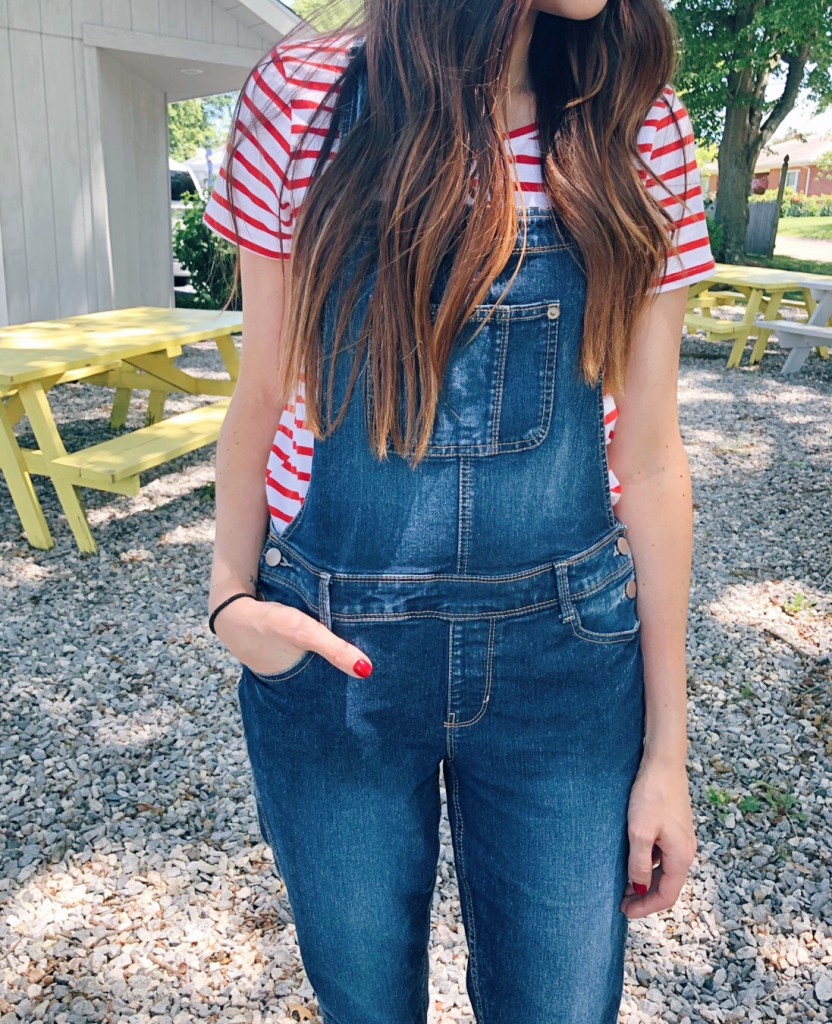 How to style overall jeans | CT Mom Blog |