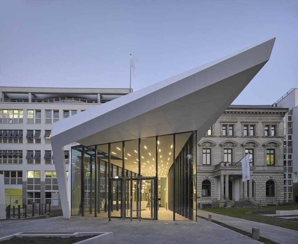 Hanse Merkur Versicherungen AG Neues Empfangsgebäude der Zentrale