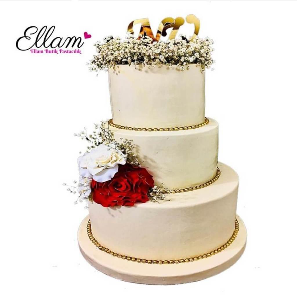 çiçekli krem rengi nişan pastası