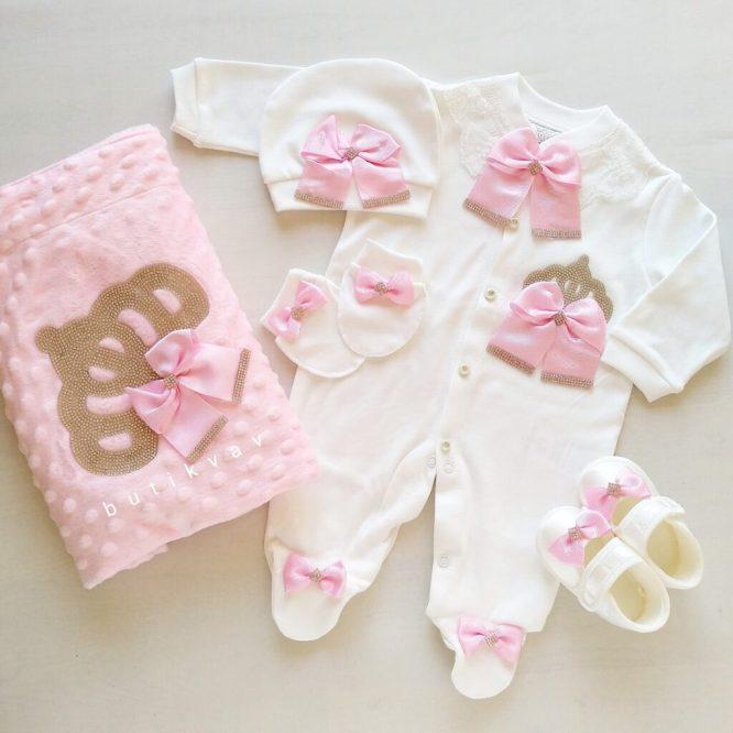 incili tasli suslu kiz bebek 5 li hastane cikisi zibin seti 01 scaled - Kız Bebek Prenses Taç Süslemeli Hastane Çıkışı 0-1 Ay