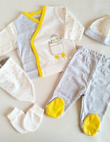 minik kus unisex yenidogan bebek hastane cikisi krem 01 scaled - Ciccim Baby Unisex Penguenli 5'li Hastane Çıkışı