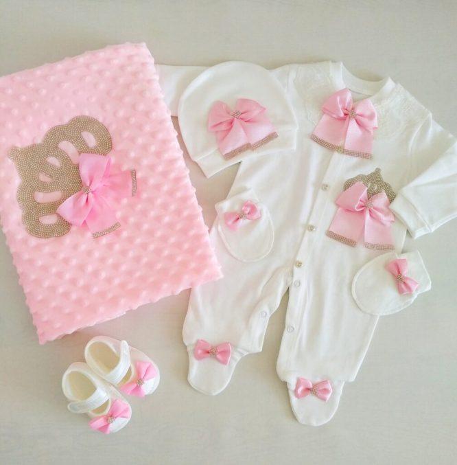kiz bebek prenses tac suslemeli hastane cikisi 0 1 ay 01 scaled - Kız Bebek Taş Süslemeli Tulum Seti 0-1 Ay