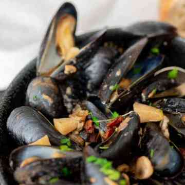 A bowl of Mussels with Apples