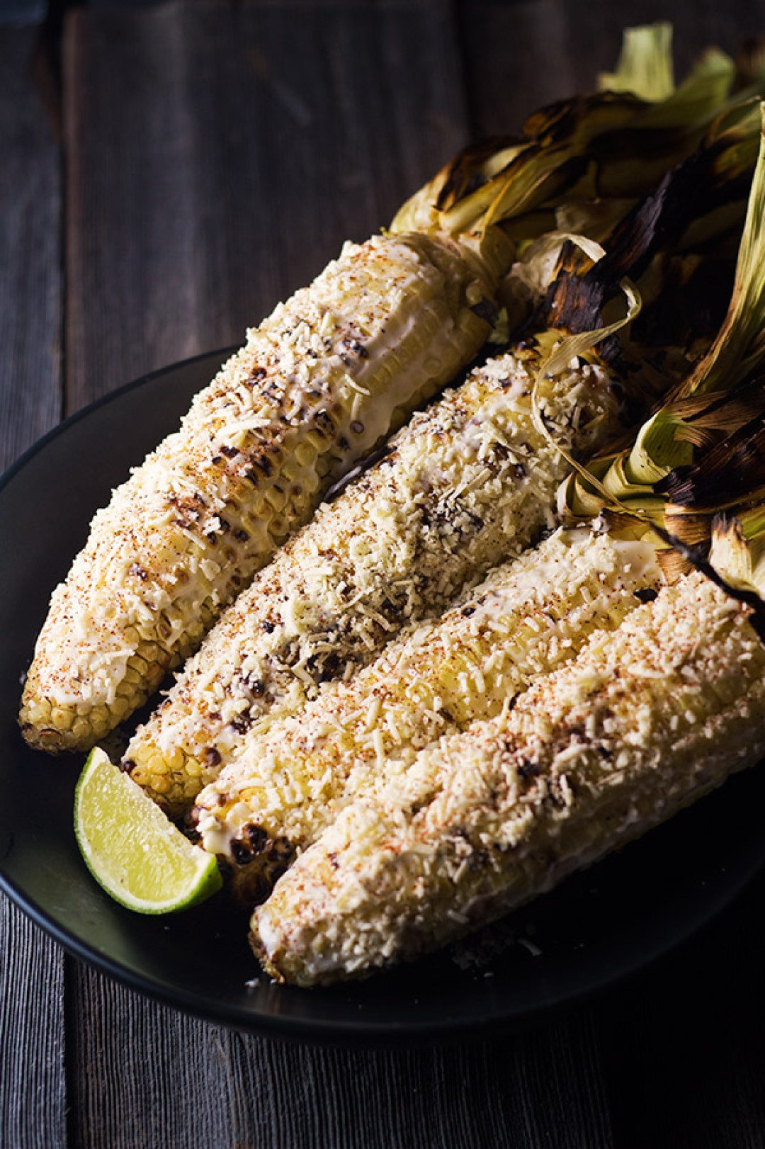 Street Corn - This street corn is full of yummy flavors, mayo, lime, cheese, and to give it a kick some cayenne pepper. Better than the street vendors. Yum! | butterandthings.com