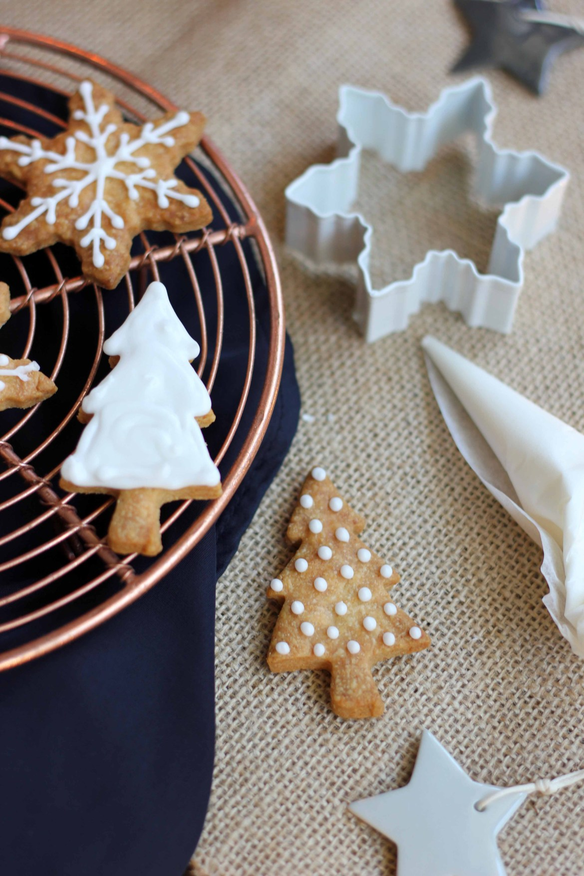 Christmas Vanilla and Almond Shortbread Cookies | Butter Baking