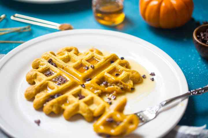 Easy Vegan Pumpkin Waffles