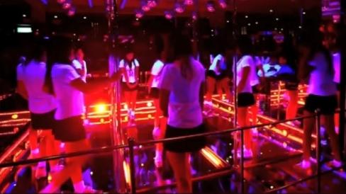 Gogo danseuses siliconées bangkok