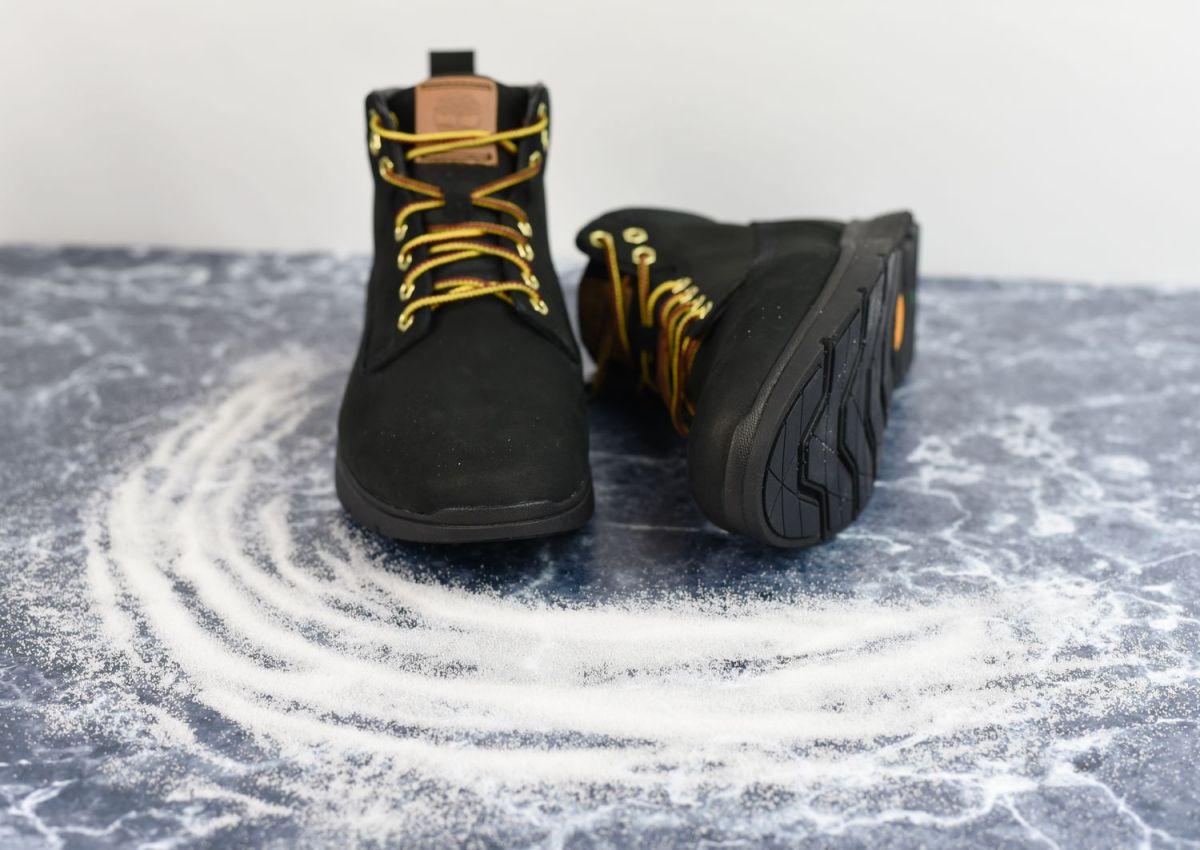 Jak usunąć sól z butów