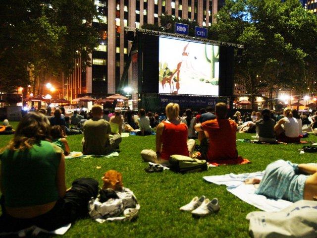 Uma boa alternativa ao cinema de R$56 é o Bryant Park que tem cinema de graça na segunda-feira nos meses de verão.