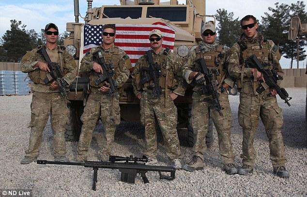SEALs da Marinha Americana posando para foto.