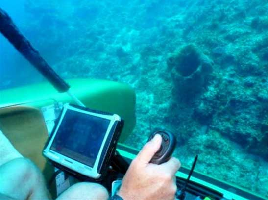 Searching the sea bottom in a personal submarine