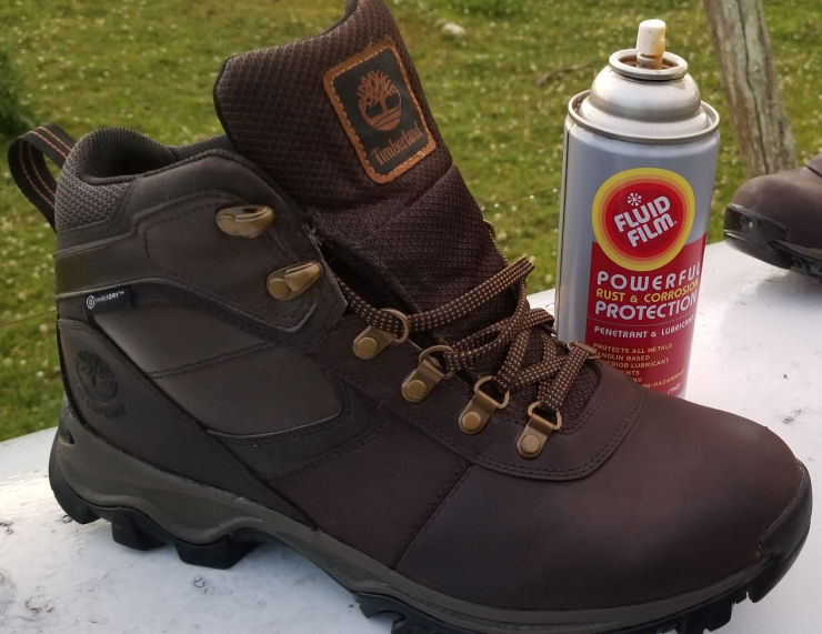 Waterproofing leather boots with fluid film