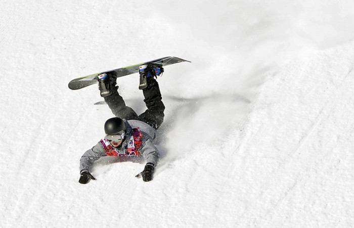 Austria's Mathias Weissenbacher crashes during the men's slopestyle snowboarding qualifying session at the 2014 Sochi Olympic Games in Rosa Khutor February 6, 2014. REUTERS/Dylan Martinez (RUSSIA - Tags: OLYMPICS SPORT SNOWBOARDING TPX IMAGES OF THE DAY) ORG XMIT: OLYK014