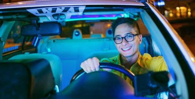 Isang Taxi Driver ay Magbibigay Sa Iyo ng Pera