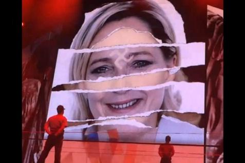 Marine Le Pen Madonna Croix gammée