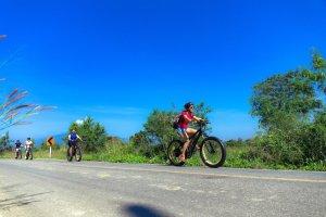 blue blue sky | Buzzy Bee Bike, Chiang Mai, Thailand