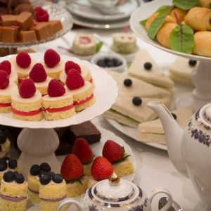 Kinderkookfeestjes, bakworkshops, luxe high tea, en persoonlijke taarten op bestelling in Waalwijk en omgeving.