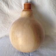 Lampe med LED pære og ledning.