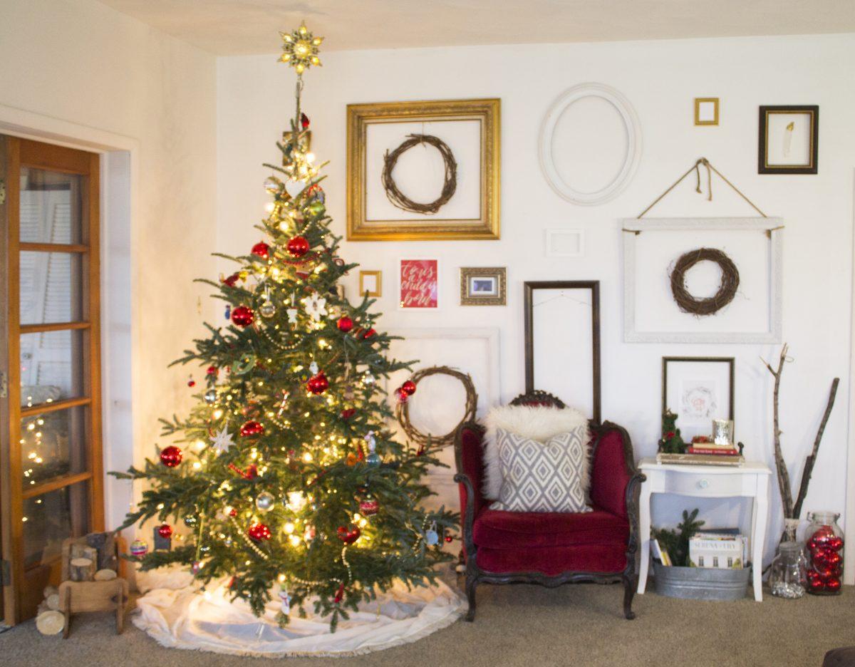 christmas-wall-of-frames2